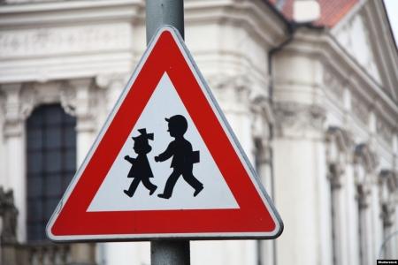Урок безопасности «Путешествие в страну дорожных знаков»