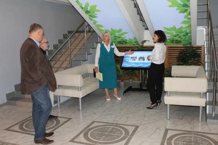 Михаил Яснов и Ася Петрова в библиотеке семейного чтения