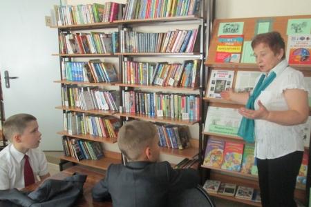 Никуда без книжки девчонке и мальчишке